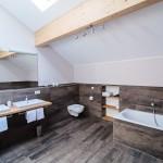 Bad-Dusche-2-ferienwohnungen-bergwelt-lechner-farchant-vor-der-zugspitze