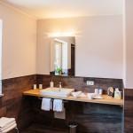 Bad-Dusche-3-ferienwohnungen-bergwelt-lechner-farchant-vor-der-zugspitze