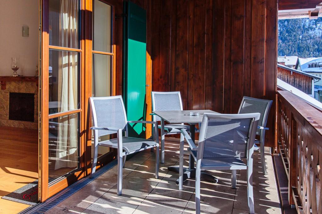 ein balkon haus bergwelt lechner ferienwohnungen bergwelt lechner farchant vor der zugspitze. Black Bedroom Furniture Sets. Home Design Ideas