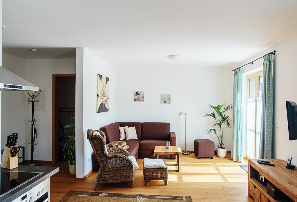 Wohnzimmer-ferienwohnungen-bergwelt-lechner-farchant-vor-der-zugspitze