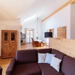 Wohnzimmer-2-ferienwohnungen-bergwelt-lechner-farchant-vor-der-zugspitze